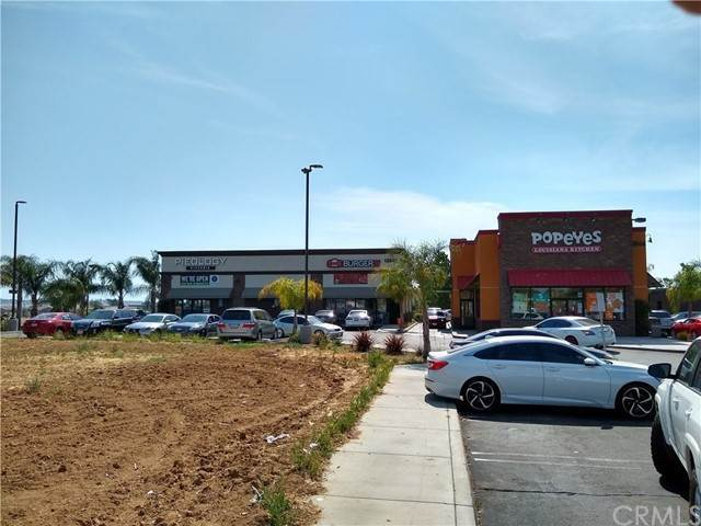 Vente au détail à 12848 Day Street Moreno Valley, Californie 92553 États-Unis