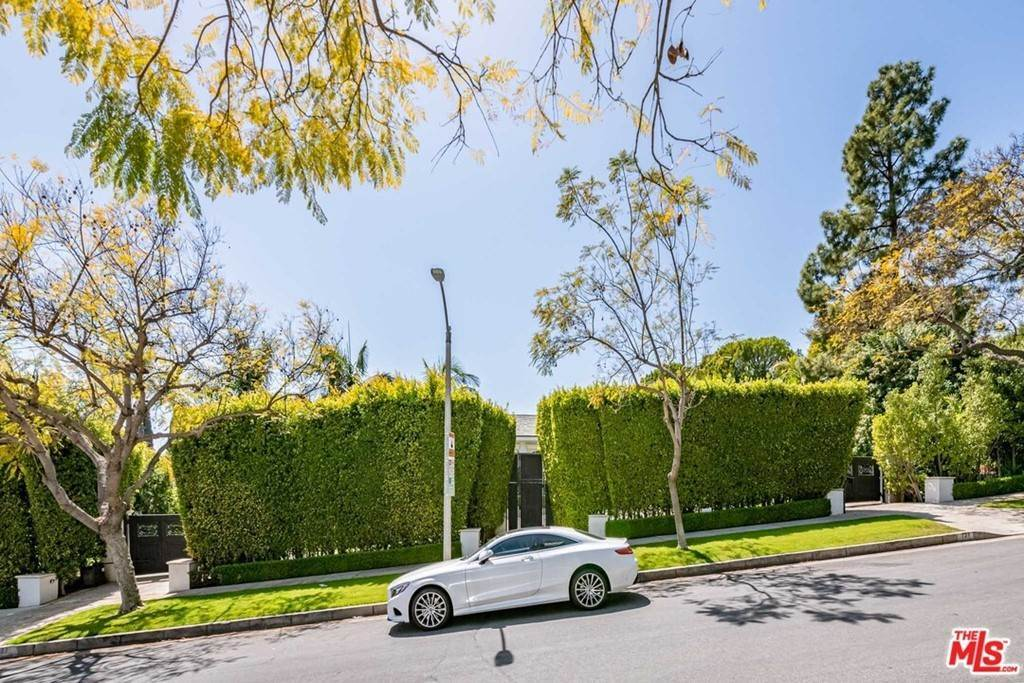 Residential Lease الساعة 727 North ALTA Drive Beverly Hills, California 90210 United States