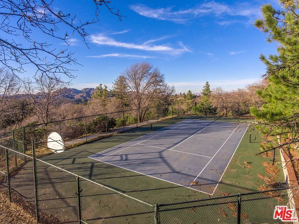 Residential for Sale at 1621 LUPIN Road Lake Arrowhead, California 92352 United States