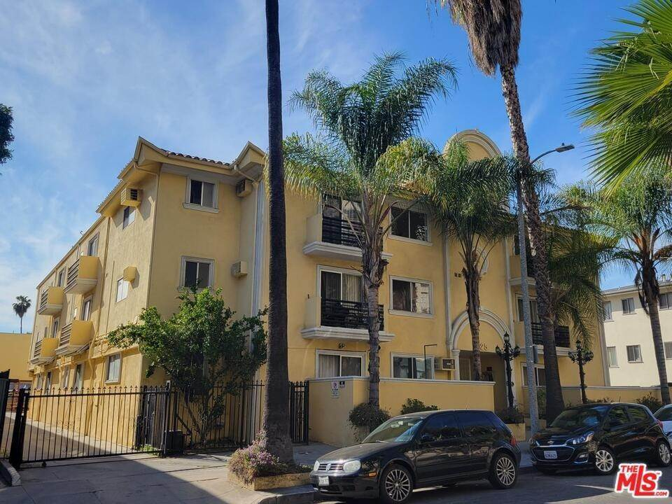 Residential Lease at 1825 Tamarind Avenue 16 Los Angeles, California 90028 United States
