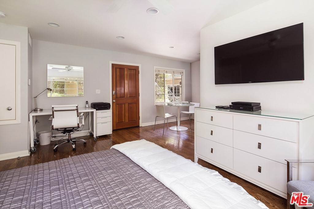 Apartments at 135 MONTANA Avenue Studio Santa Monica, California 90403 United States