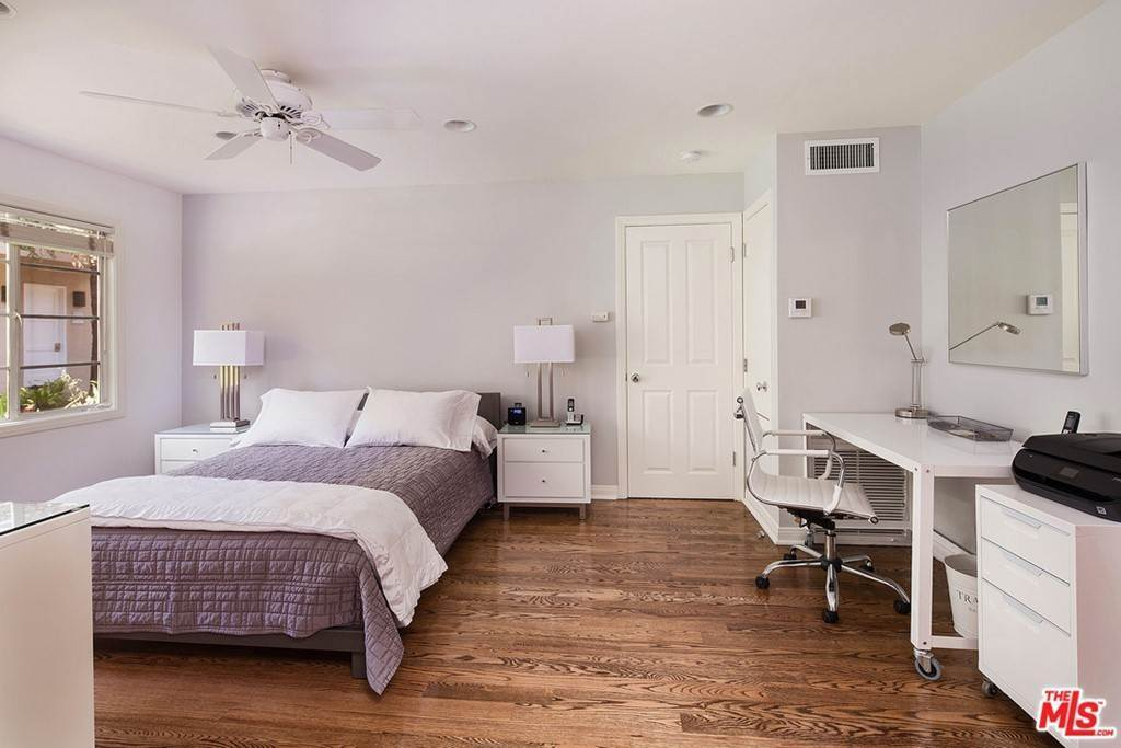 5. Apartments at 135 MONTANA Avenue Studio Santa Monica, California 90403 United States