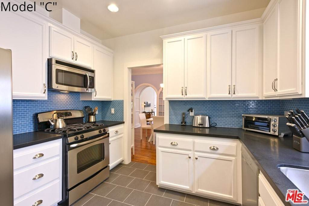 12. Apartments at 435 MONTANA Avenue 2Bed2Bath Santa Monica, California 90403 United States