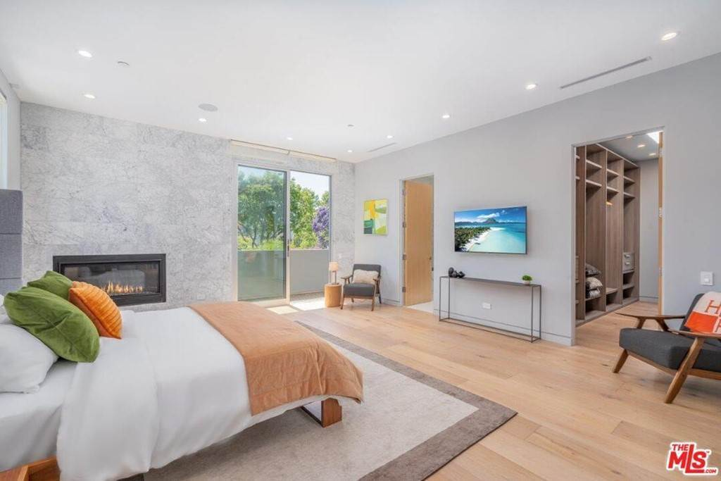 13. Residential Lease at 354 WESTBOURNE Drive West Hollywood, California 90048 United States