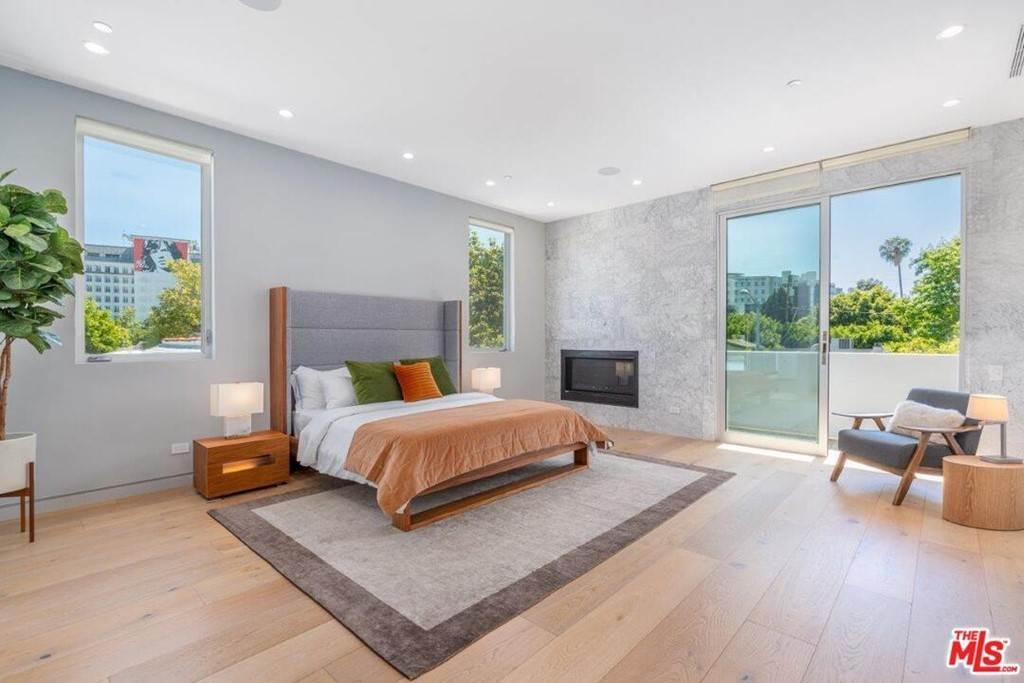 14. Residential Lease at 354 WESTBOURNE Drive West Hollywood, California 90048 United States