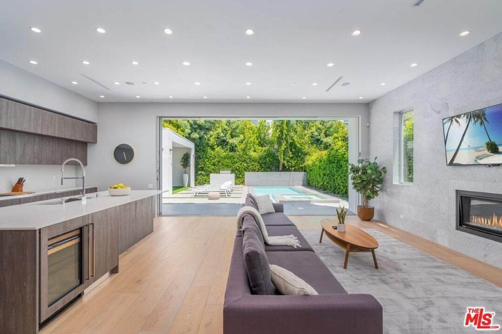 5. Residential Lease at 354 WESTBOURNE Drive West Hollywood, California 90048 United States