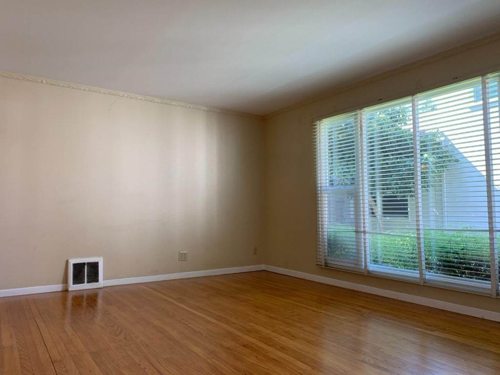 10. Apartments at 612 El Camino Real 3 San Mateo, California 94402 United States