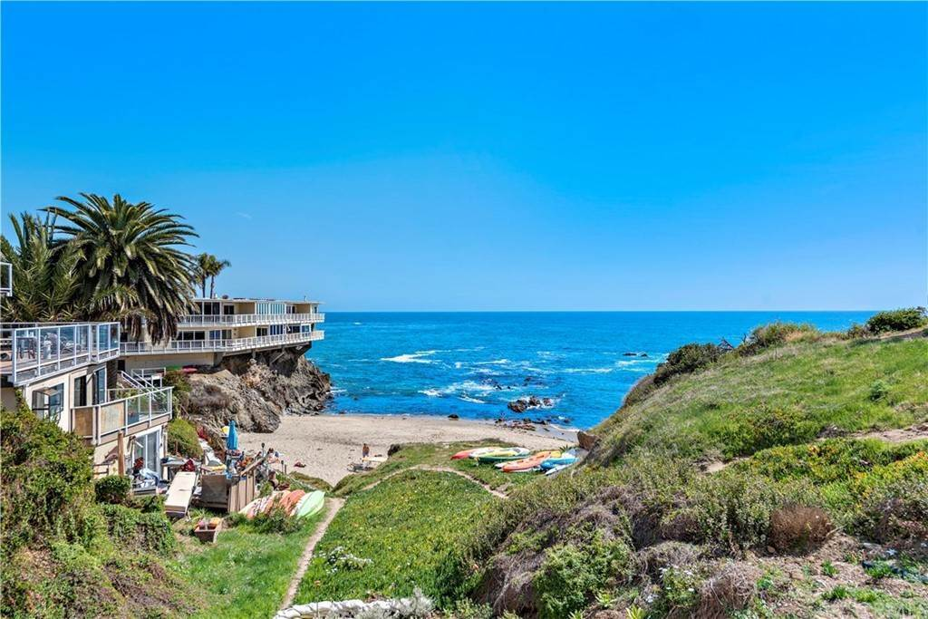 15. Apartments at 827 Cliff Drive Laguna Beach, California 92651 United States