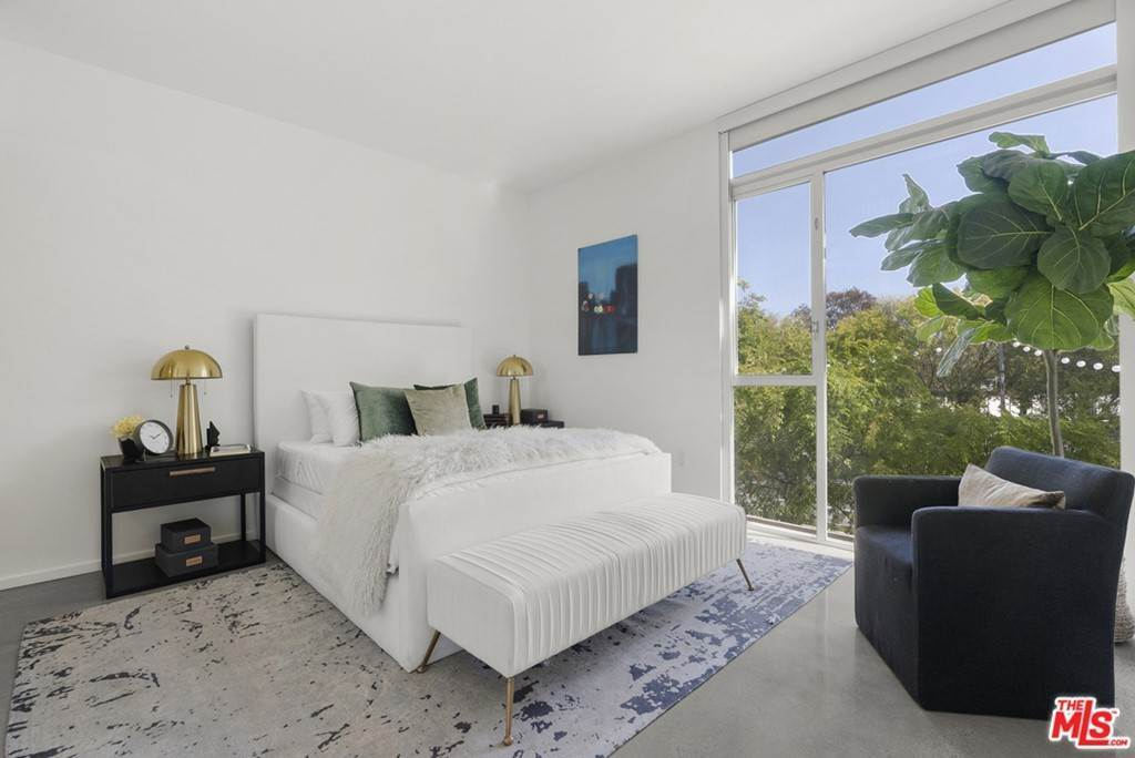 18. Residential Lease at 901 Hancock Avenue 207 West Hollywood, California 90069 United States