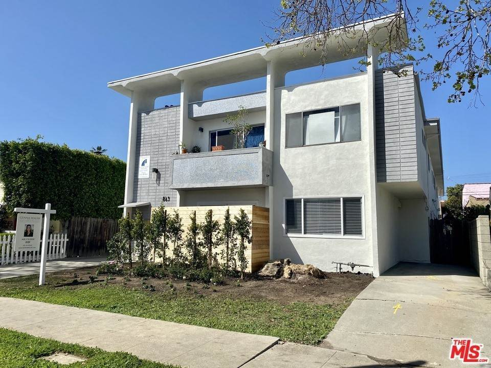 Residential Lease at 843 N Orange Drive 7 Los Angeles, California 90038 United States