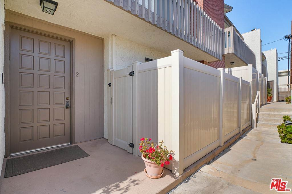 townhouses at 1055 19Th Street 2 Santa Monica, California 90403 United States