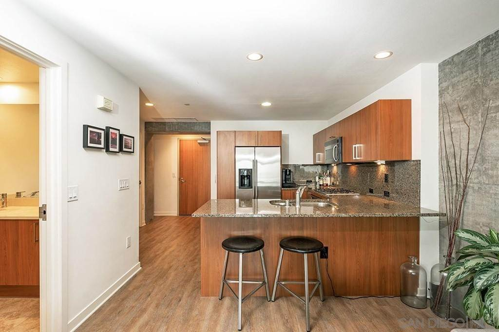 6. Residential Lease at 800 The Mark Lane 402 San Diego, California 92101 United States