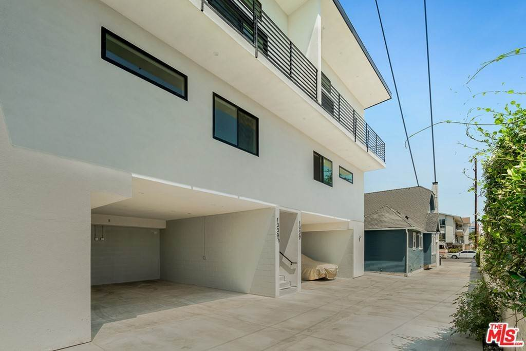 Residential Lease at 1339 N Kenmore Avenue Los Angeles, California 90027 United States