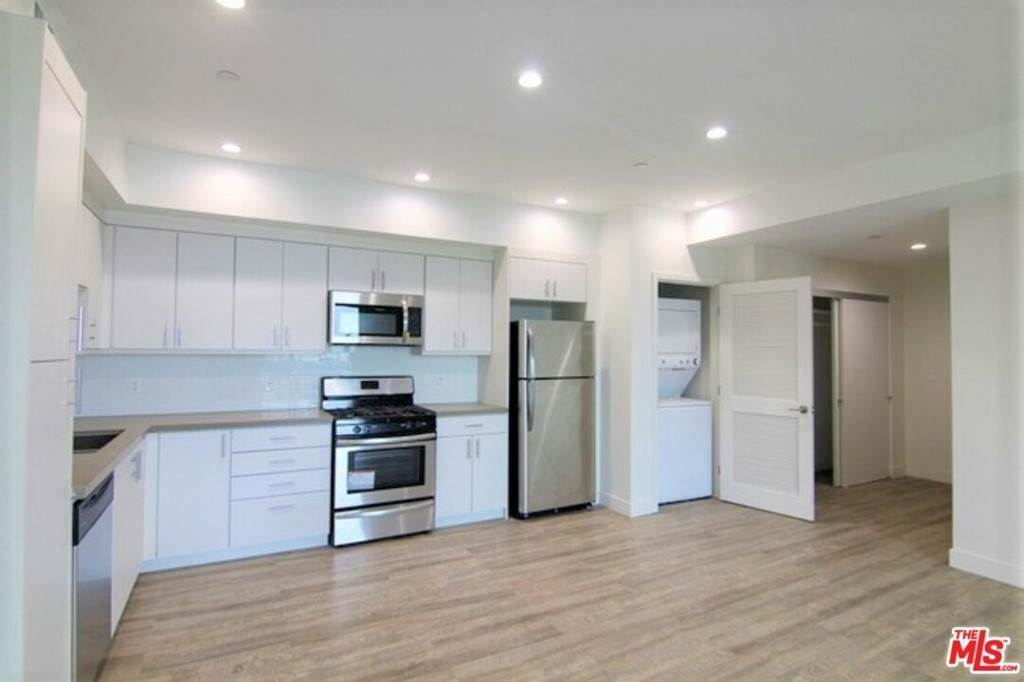 Residential Lease at 744 Hartford Avenue 3022 Los Angeles, California 90017 United States