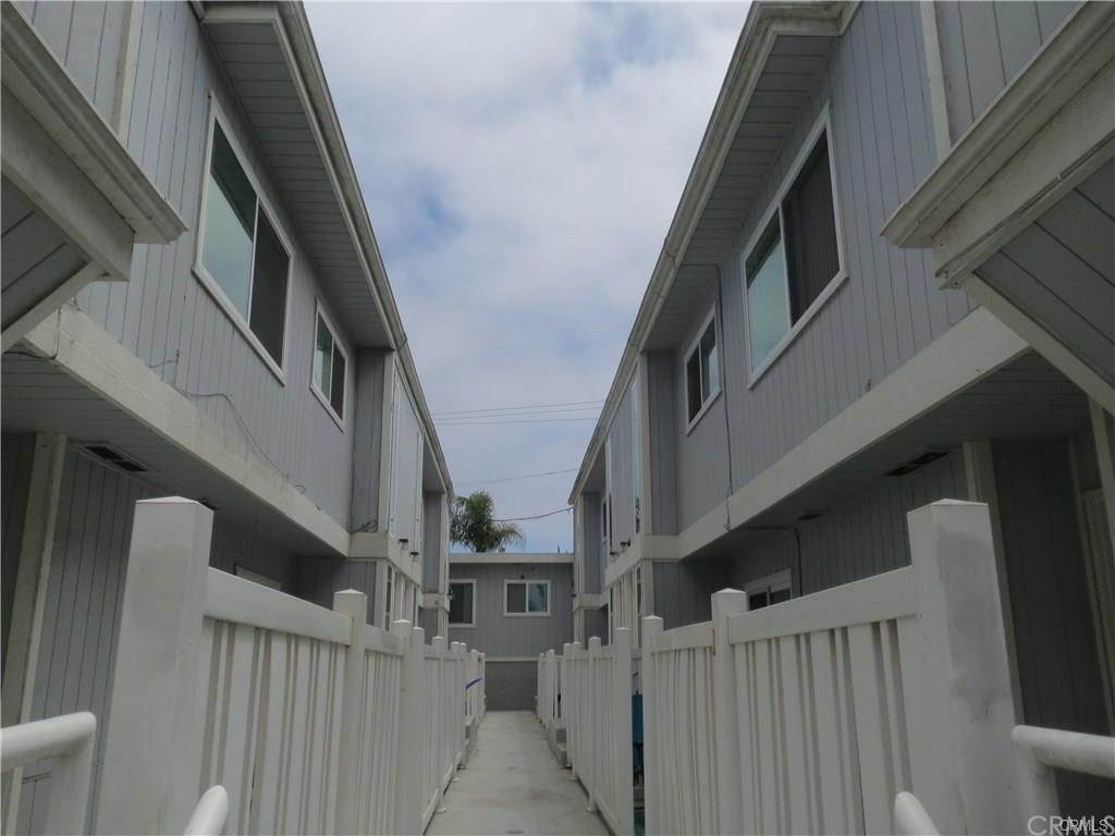 12. Apartments at 216 6th Street 4 Huntington Beach, California 92648 United States