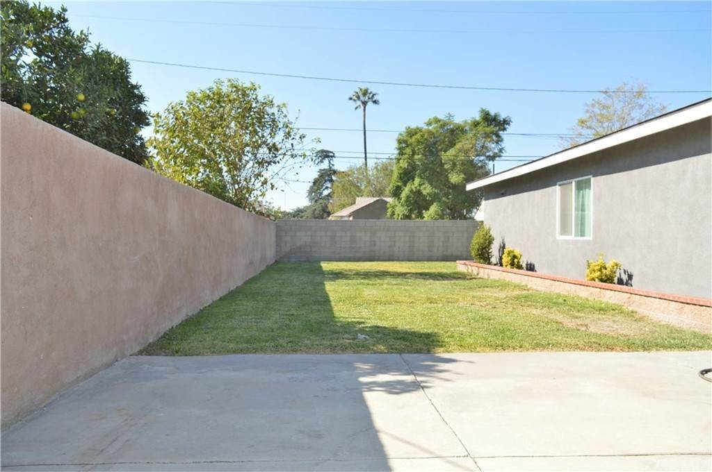 Arrendamiento Residencial en 8844 Emerald (Rear Unit) Avenue Fontana, California 92335 Estados Unidos