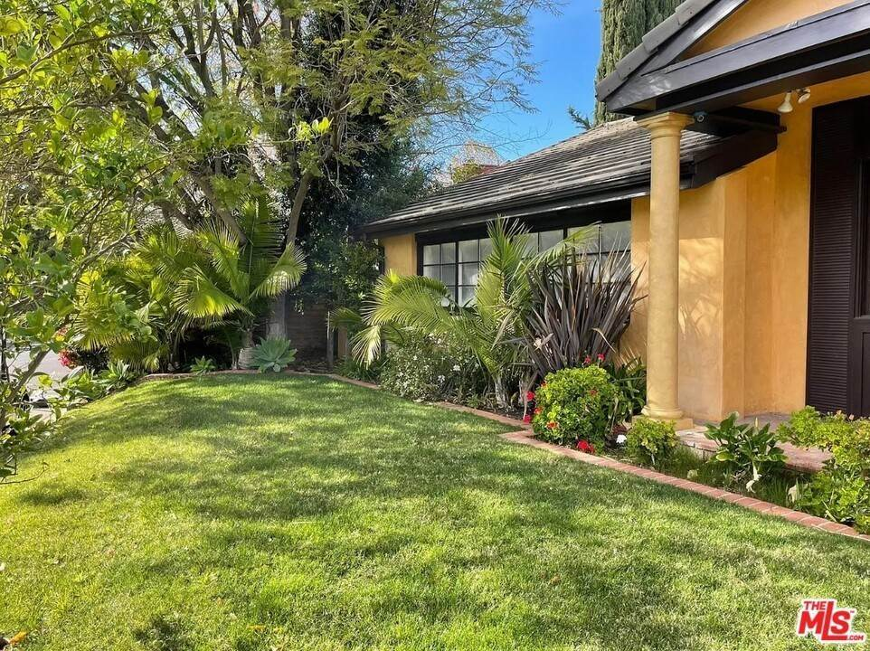 Residential Lease الساعة 3358 Red Rose Drive Encino, California 91436 United States