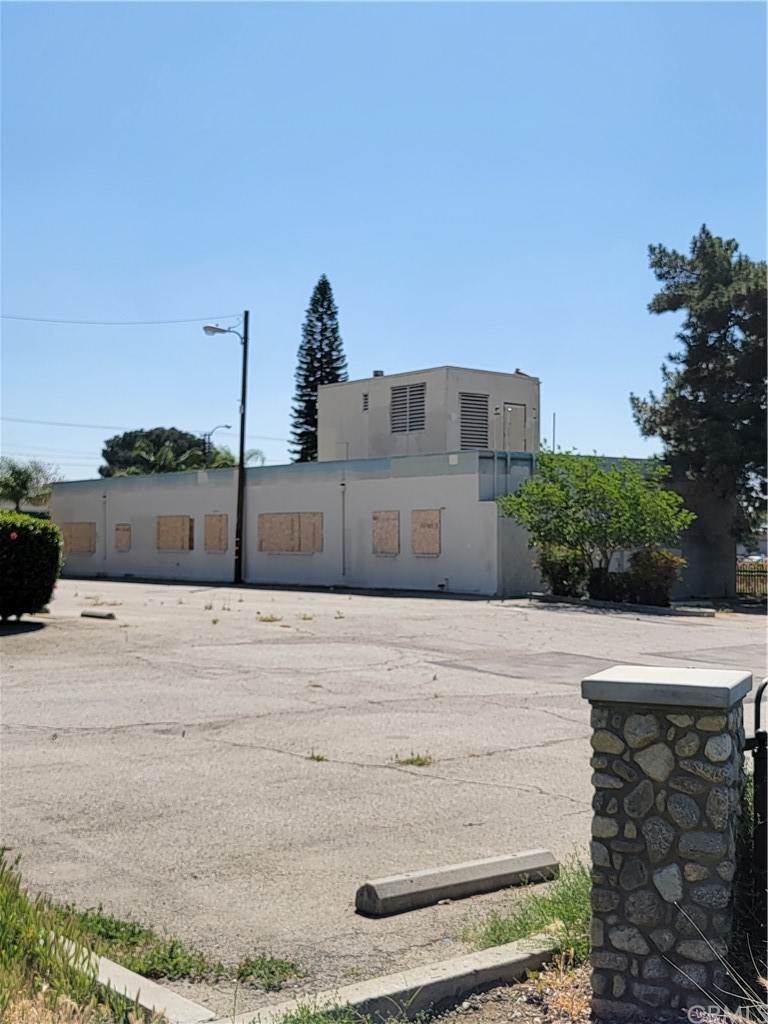 Commercial for Sale at 304 West Orange Grove Avenue Pomona, California 91768 United States