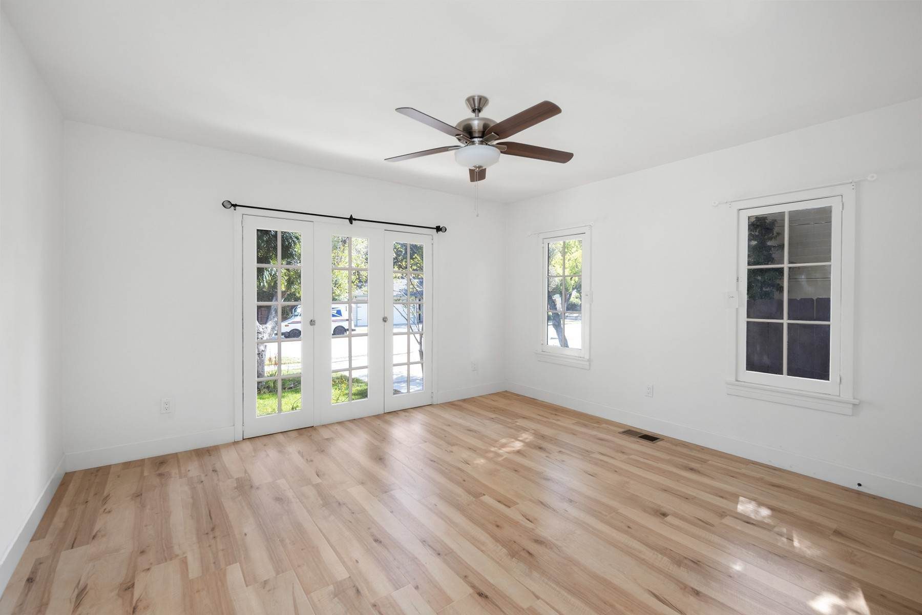 14. Single Family Homes for Sale at 137 W 8th Street, Claremont, CA 91711 137 W 8th Street Claremont, California 91711 United States
