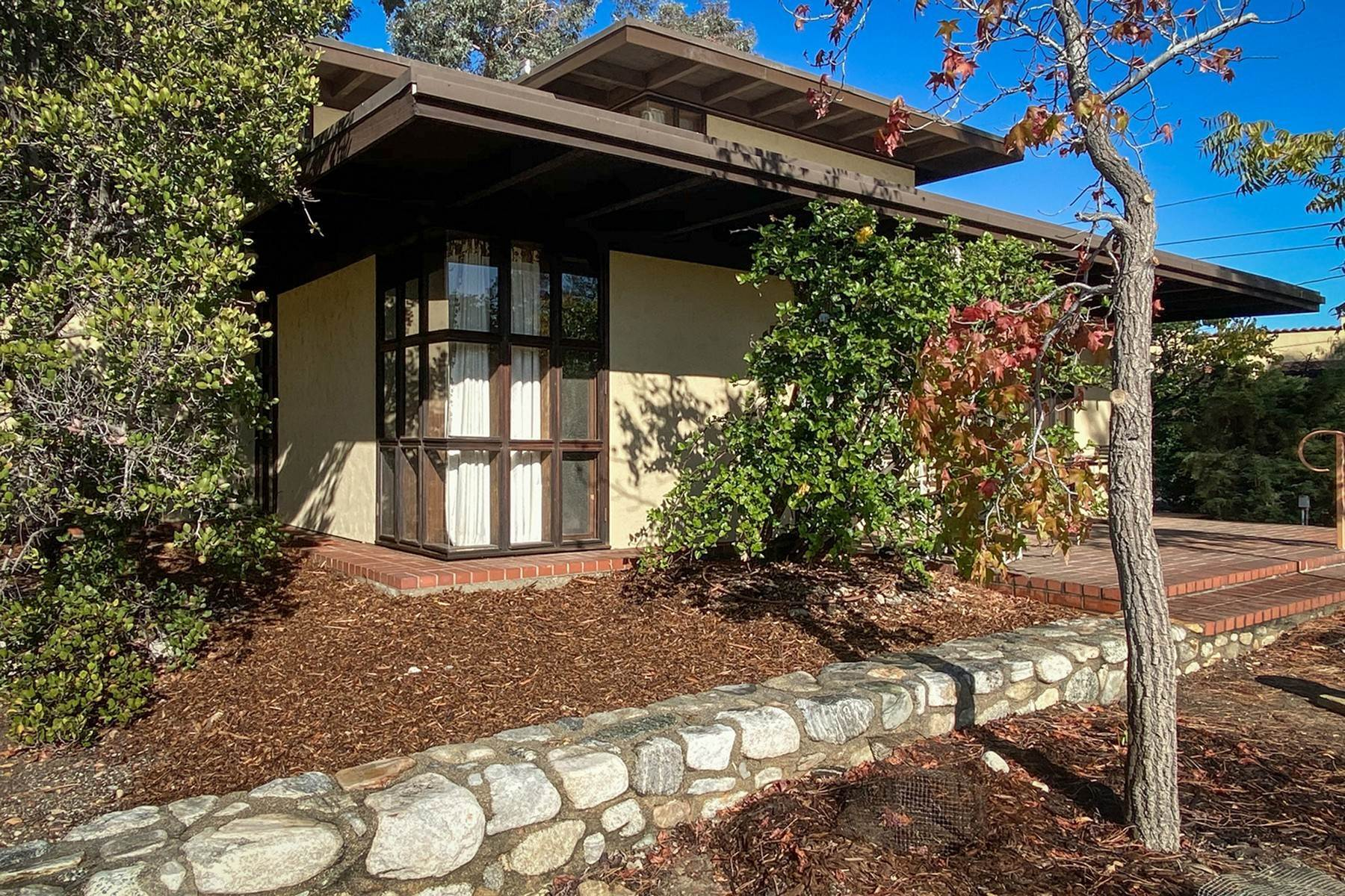 23. Single Family Homes for Sale at 190 E. Radcliffe Drive, Claremont, CA 91711 190 E. Radcliffe Drive Claremont, California 91711 United States