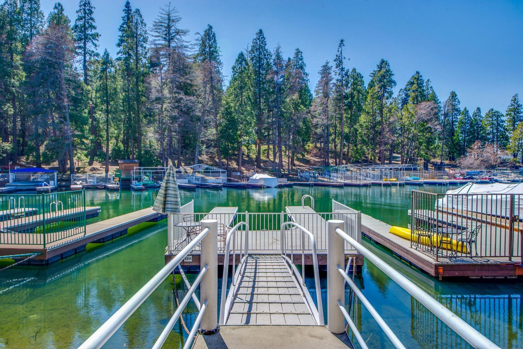 32. Single Family Homes for Sale at 142 John Muir Rd Lake Arrowhead, California 92352 United States