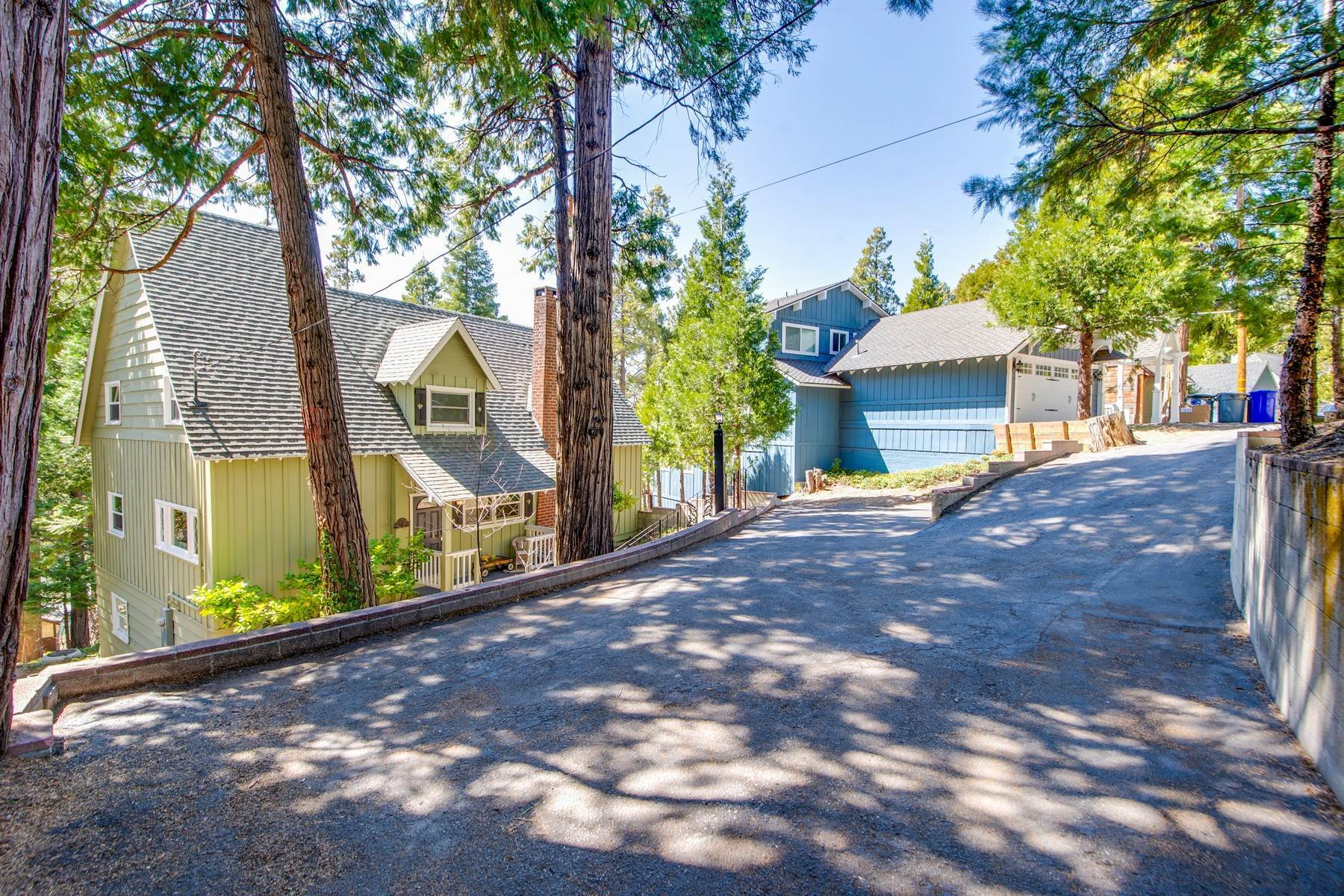 39. Single Family Homes for Sale at 142 John Muir Rd Lake Arrowhead, California 92352 United States