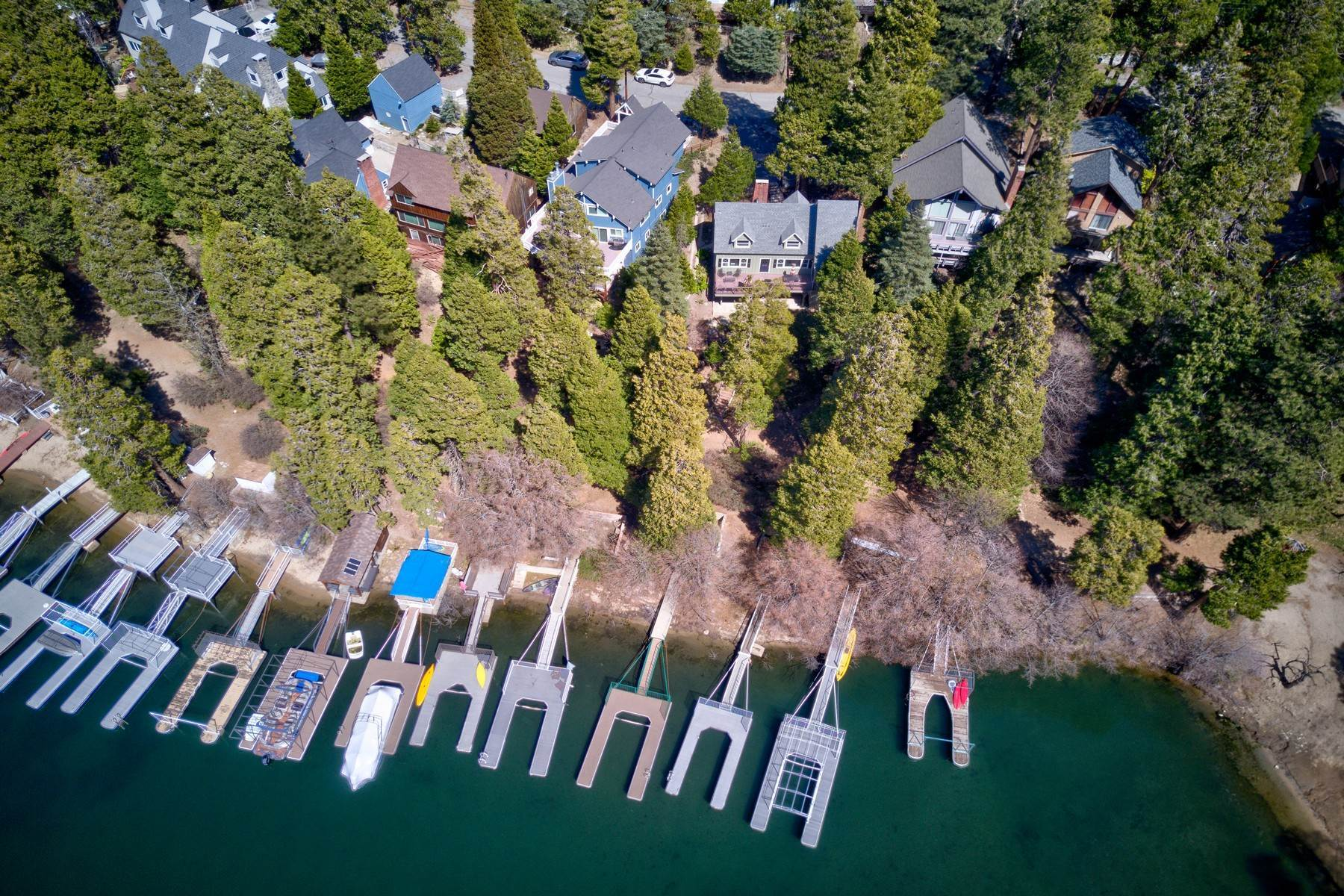 36. Single Family Homes for Sale at 142 John Muir Rd Lake Arrowhead, California 92352 United States