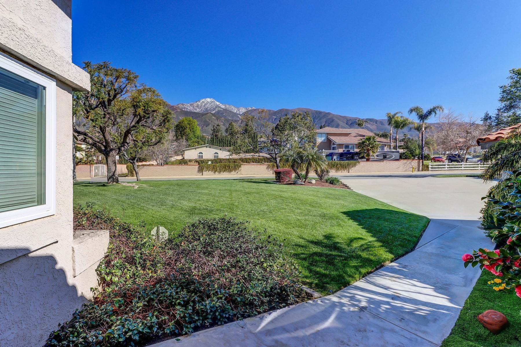 33. Single Family Homes for Sale at 10329 Vista Grove Street, Rancho Cucamonga, CA 91737 10329 Vista Grove Street Rancho Cucamonga, California 91737 United States