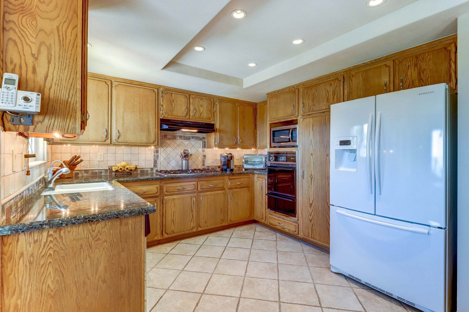 13. Single Family Homes for Sale at 10329 Vista Grove Street, Rancho Cucamonga, CA 91737 10329 Vista Grove Street Rancho Cucamonga, California 91737 United States