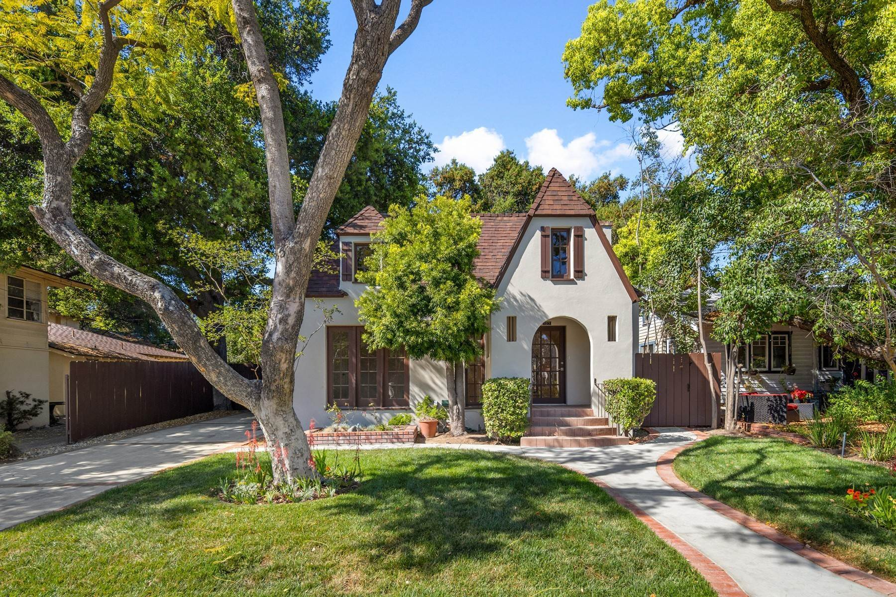 2. Single Family Homes for Sale at 137 W 8th Street, Claremont, CA 91711 137 W 8th Street Claremont, California 91711 United States
