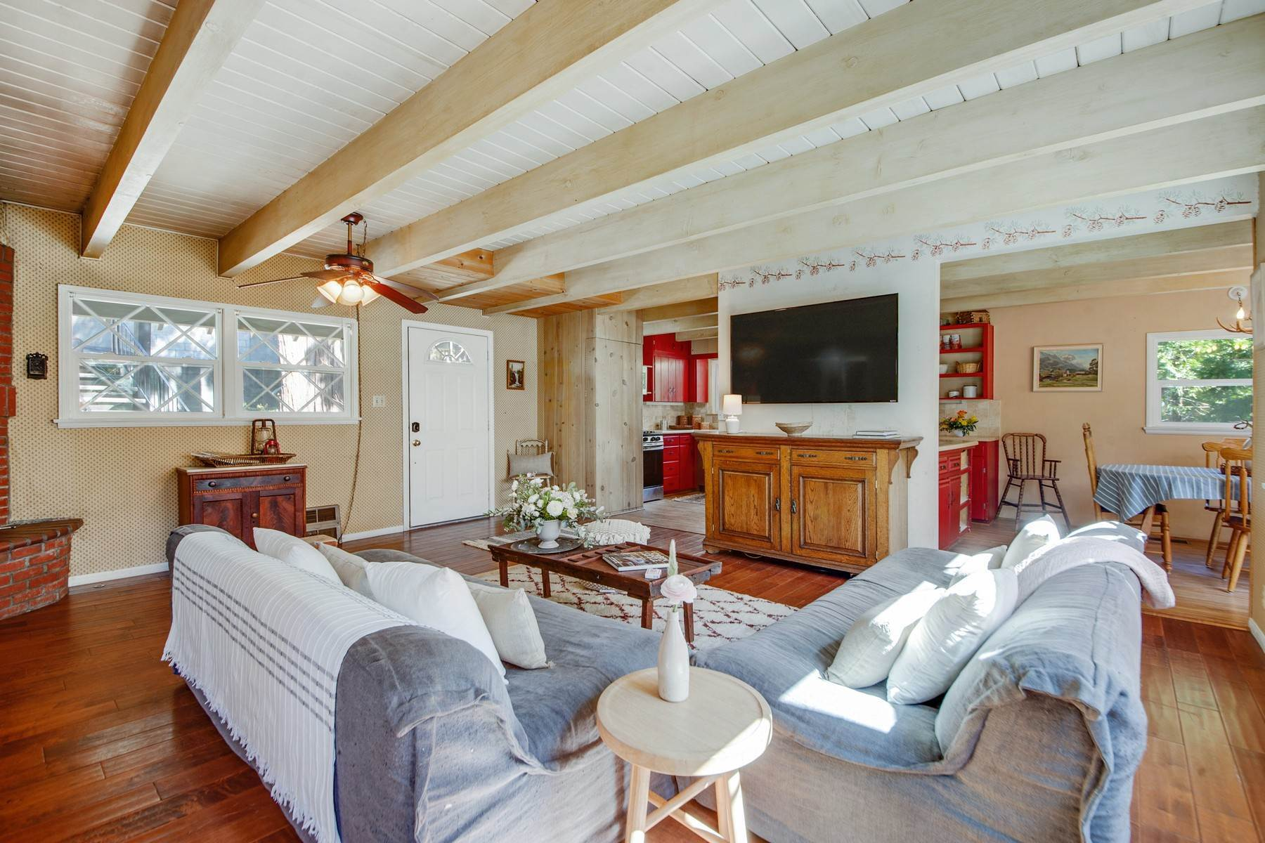 14. Single Family Homes for Sale at 142 John Muir Rd Lake Arrowhead, California 92352 United States