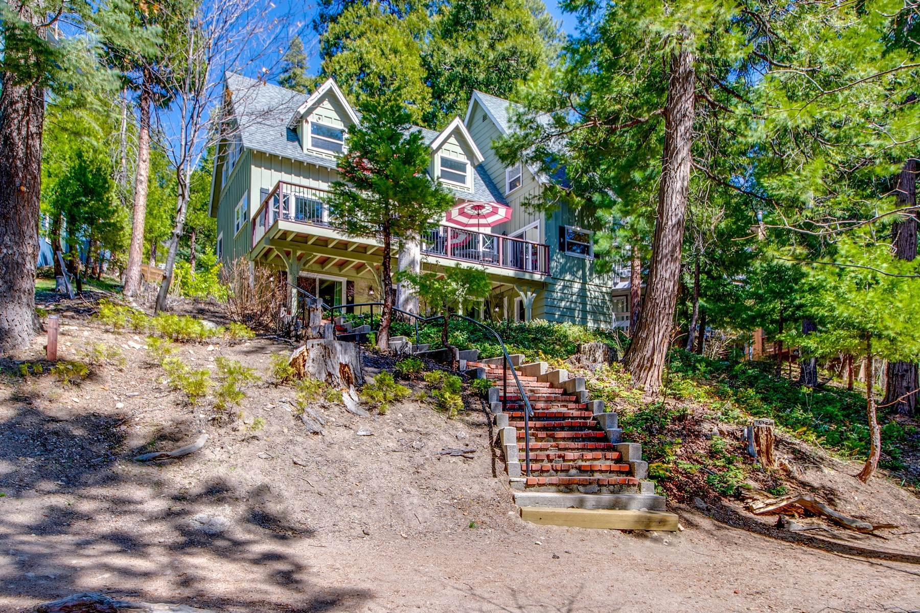 37. Single Family Homes for Sale at 142 John Muir Rd Lake Arrowhead, California 92352 United States