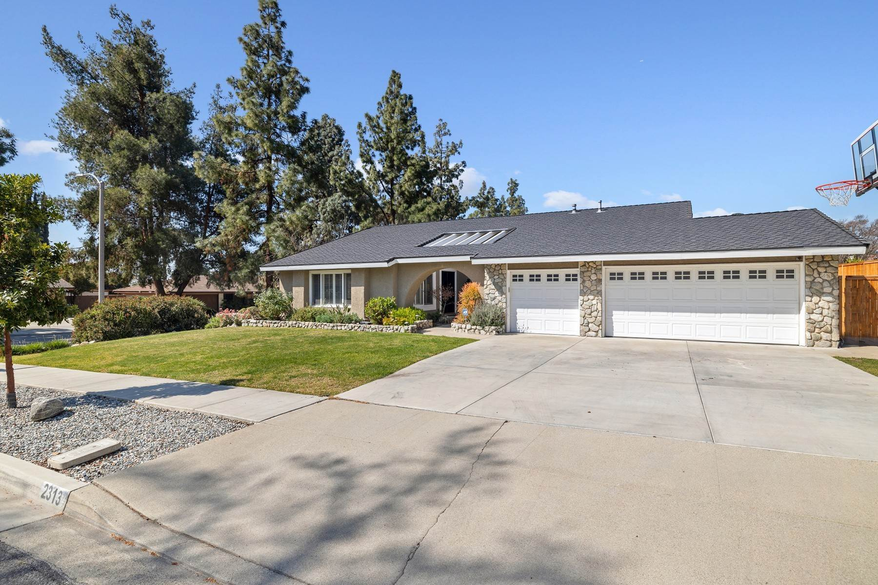 Single Family Homes for Sale at 2313 Weatherford Court, Claremont, CA 91711 2313 Weatherford Court Claremont, California 91711 United States