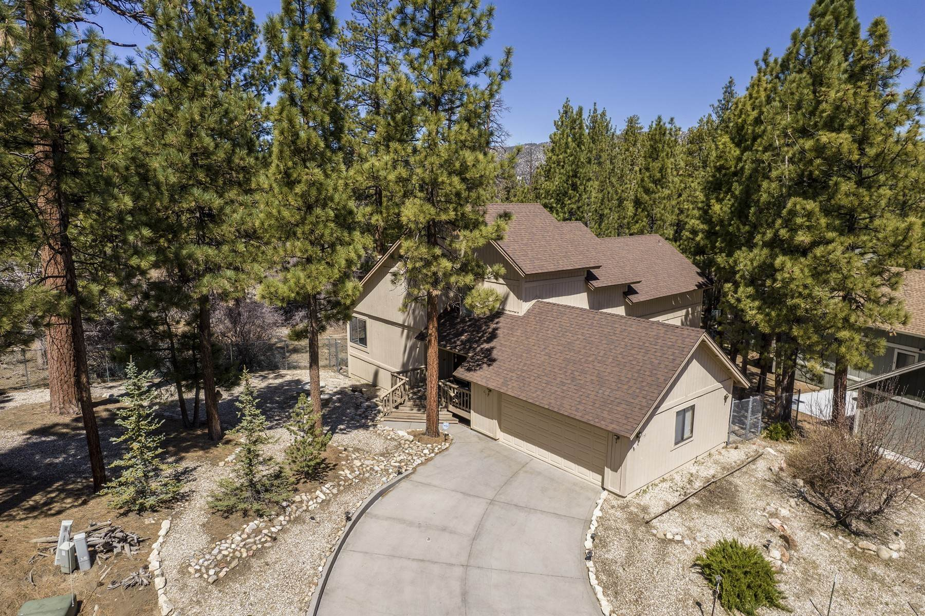 Single Family Homes for Sale at 419 Woodcreek Drive, Big Bear City, California 92314 419 Woodcreek Drive Big Bear City, California 92314 United States