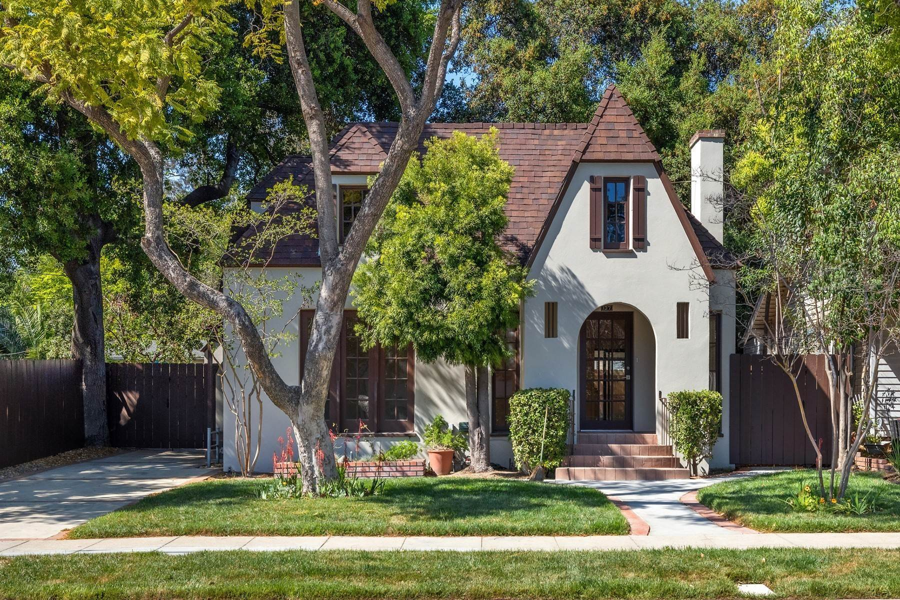 Single Family Homes for Sale at 137 W 8th Street, Claremont, CA 91711 137 W 8th Street Claremont, California 91711 United States