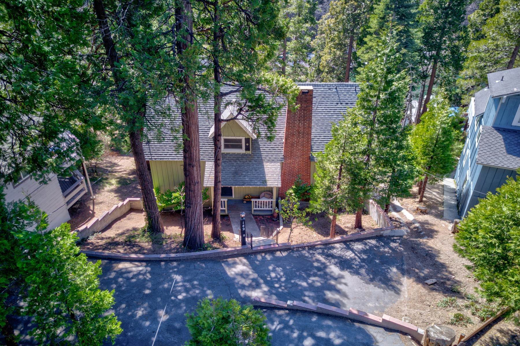 38. Single Family Homes for Sale at 142 John Muir Rd Lake Arrowhead, California 92352 United States
