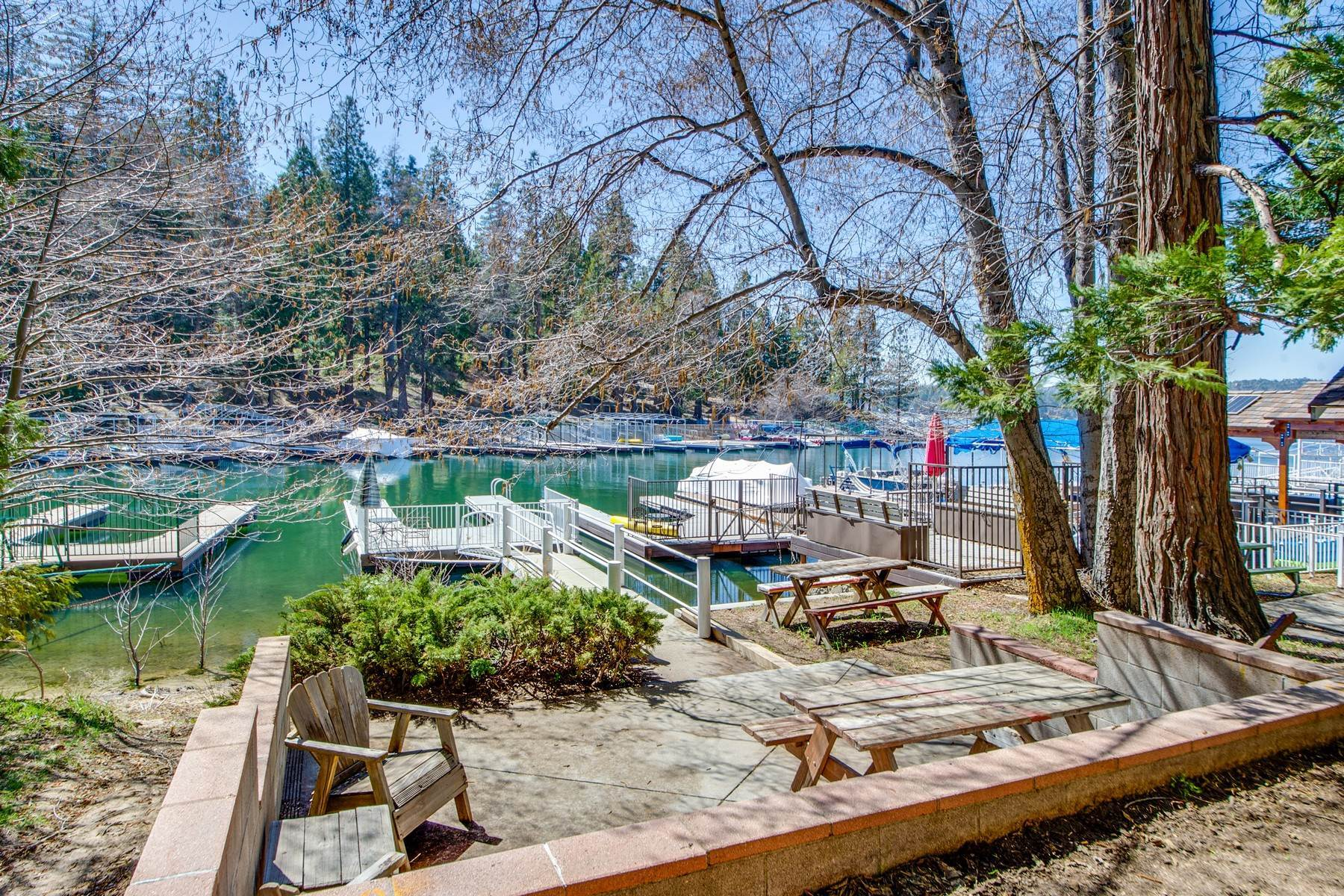 34. Single Family Homes for Sale at 142 John Muir Rd Lake Arrowhead, California 92352 United States