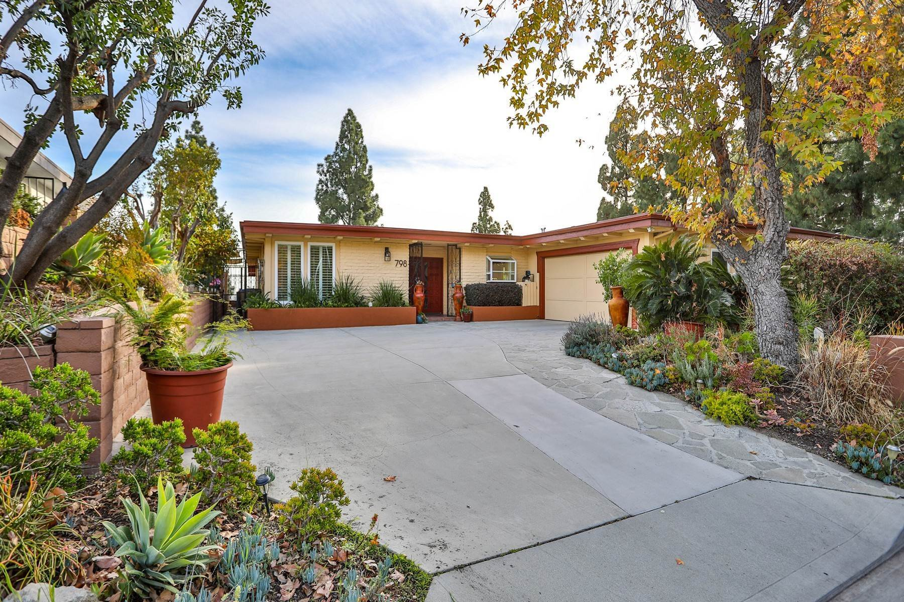 Single Family Homes for Sale at 798 Via Santo Tomas, Claremont, CA 91711 798 Via Santo Tomas Claremont, California 91711 United States