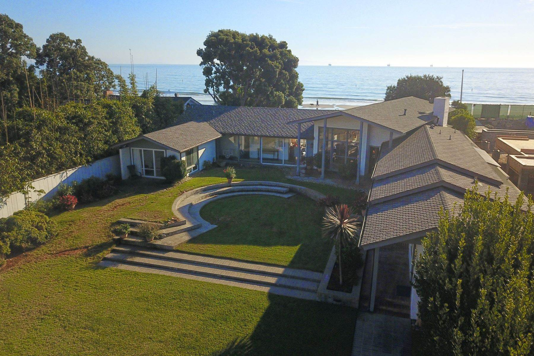 Single Family Homes в Amazing Location on the Ocean 4535 Avenue Del Mar Carpinteria, Калифорния 93013 Соединенные Штаты