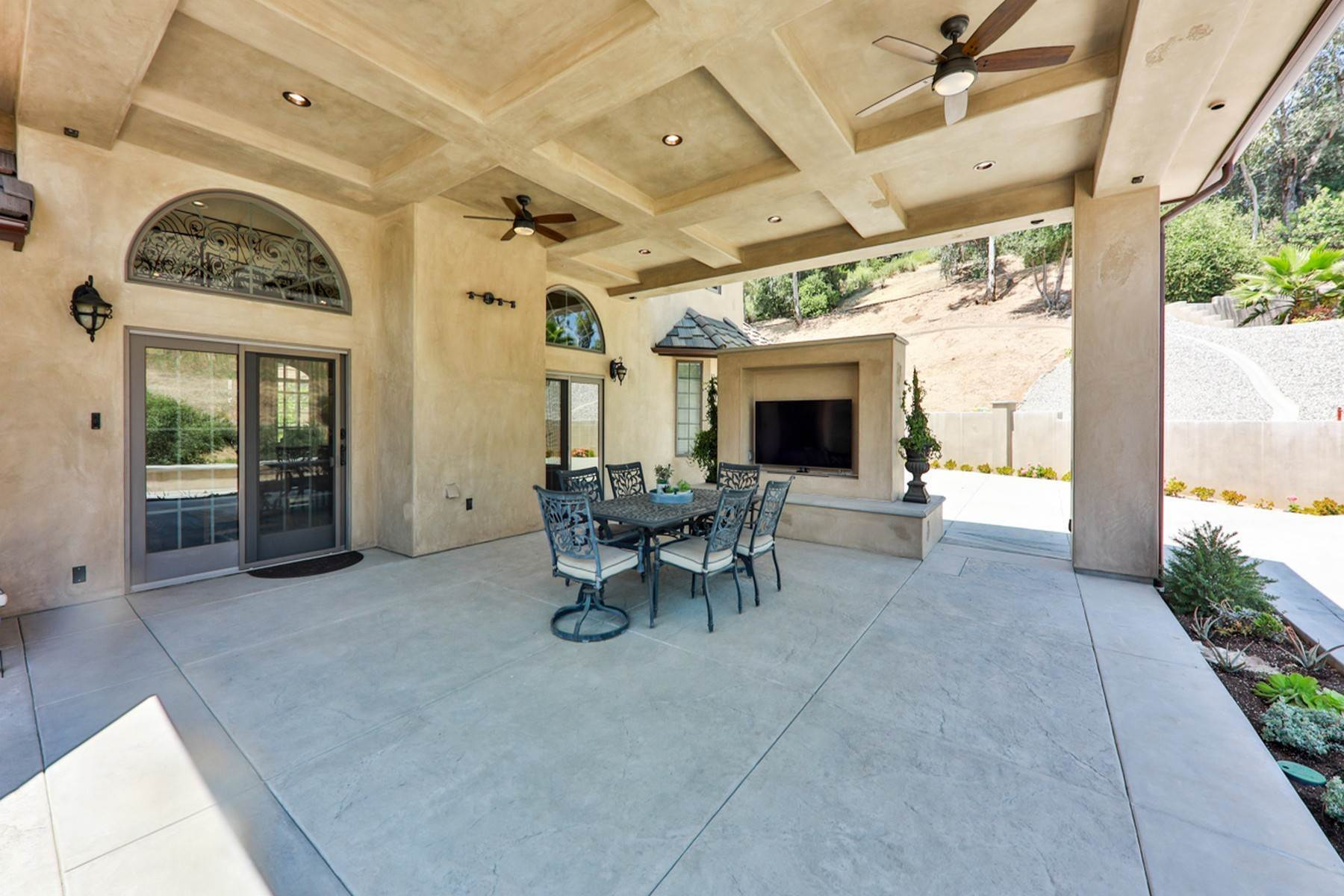 31. Single Family Homes for Sale at 4550 Quail Valley Road, La Verne 91750 4550 Quail Valley Road La Verne, California 91750 United States