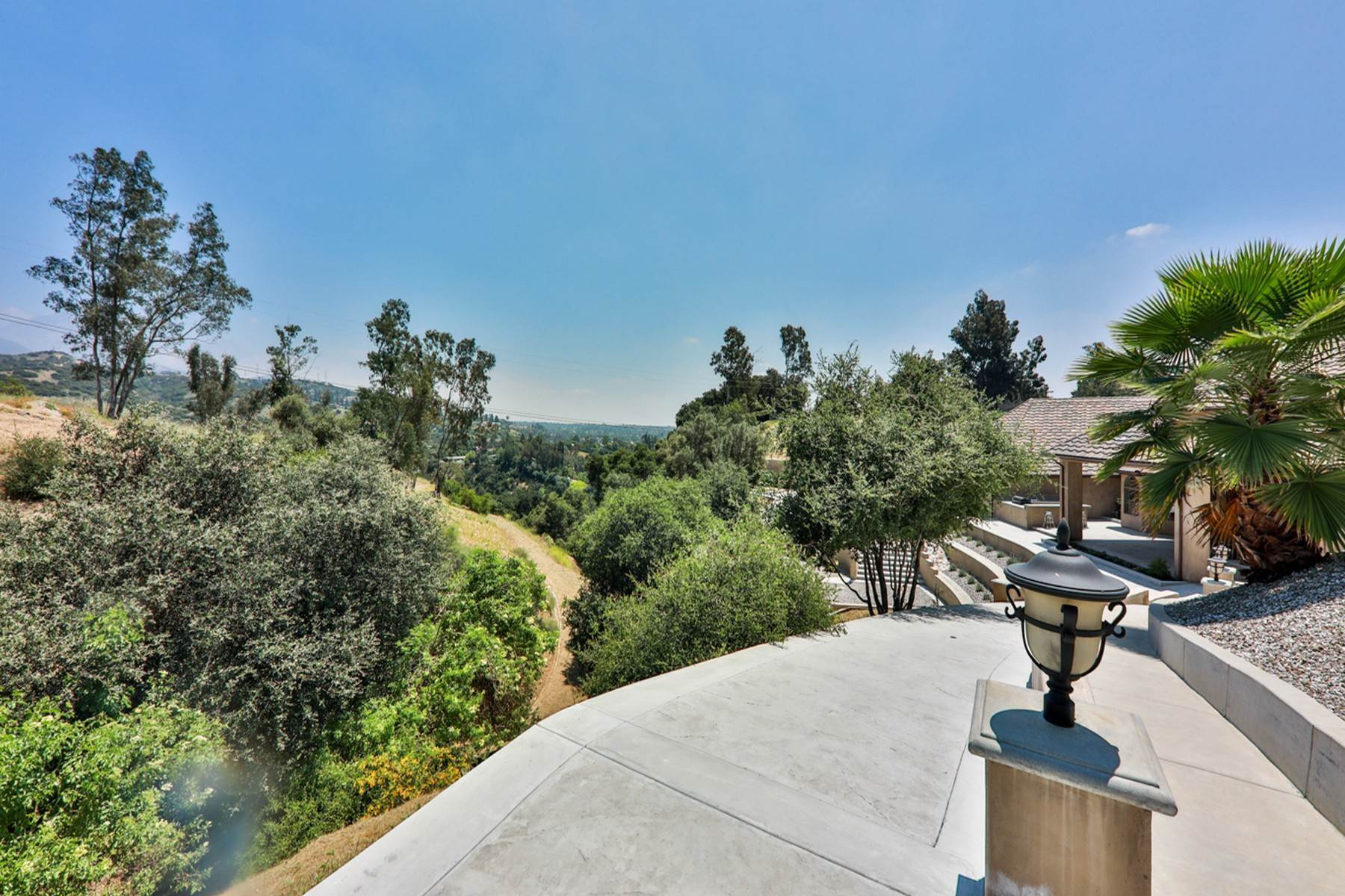 33. Single Family Homes for Sale at 4550 Quail Valley Road, La Verne 91750 4550 Quail Valley Road La Verne, California 91750 United States
