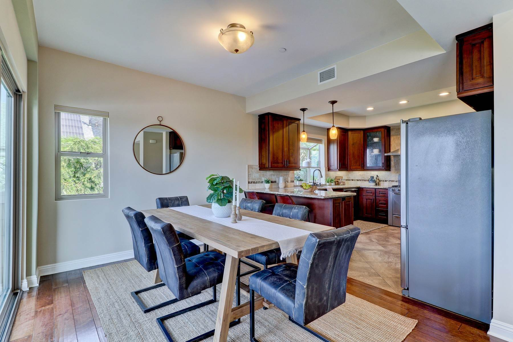 9. Single Family Homes for Sale at 1935 Hanscom Drive, South Pasadena, CA 91030 1935 Hanscom Drive South Pasadena, California 91030 United States