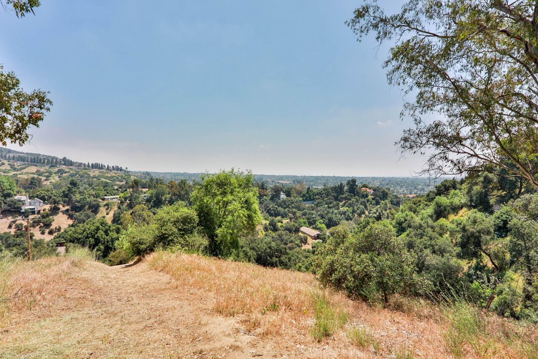 35. Single Family Homes for Sale at 4550 Quail Valley Road, La Verne 91750 4550 Quail Valley Road La Verne, California 91750 United States